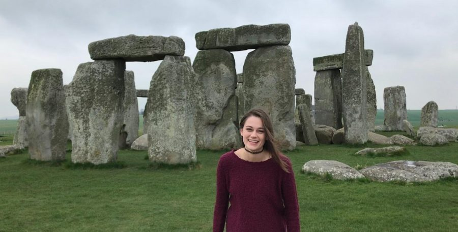 Allyson+day-tripped+to+Stonehenge+from+London