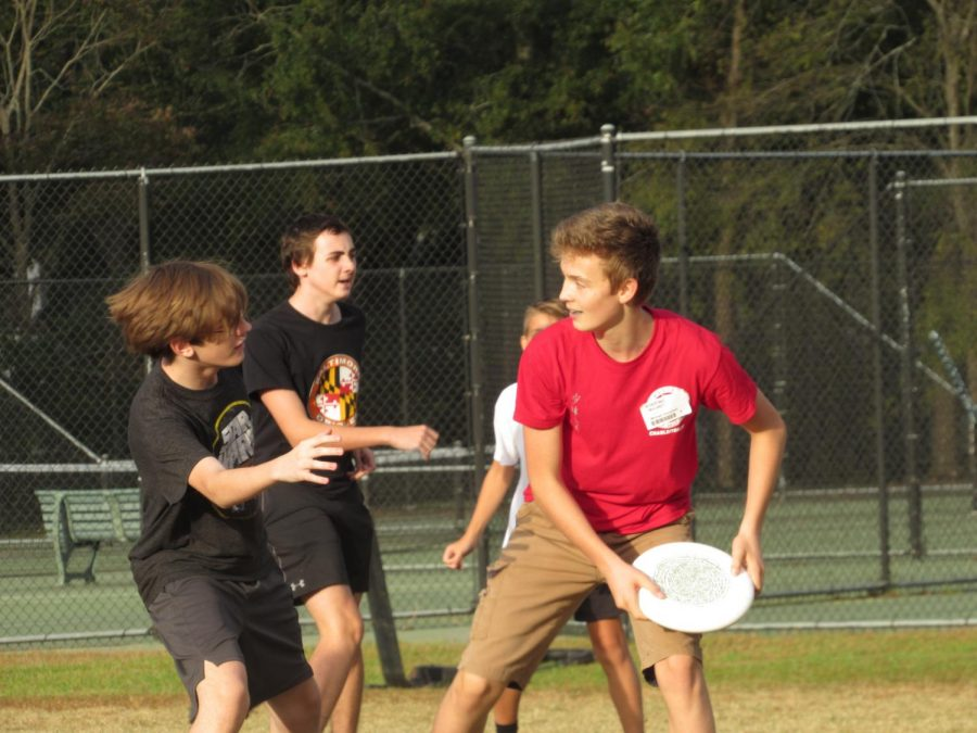 Some+of+the+freshmen+participate+in+Ultimate+Frisbee+with+Ms.+Yackey