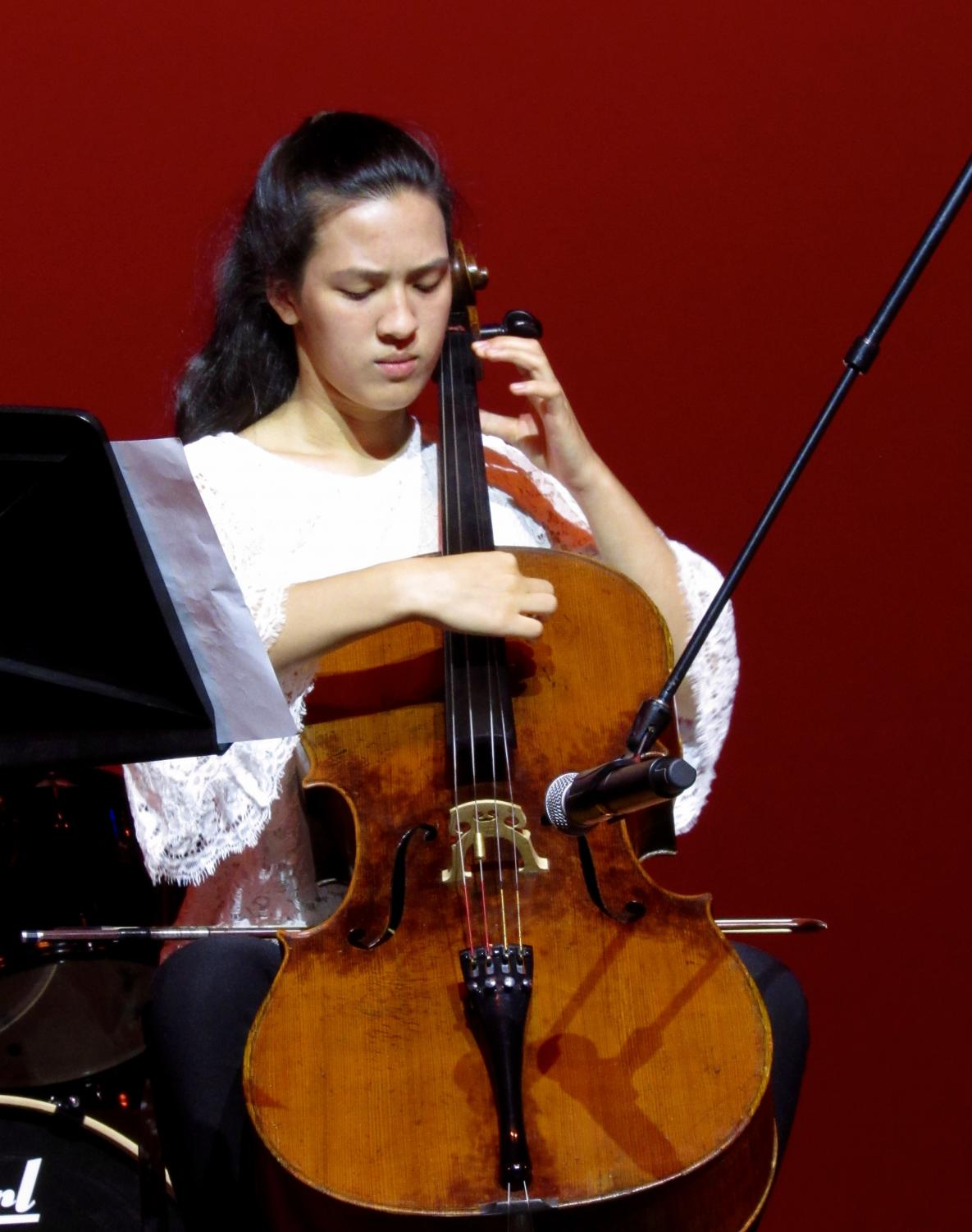 Lydia+Pless+shows+off+her+skills+on+the+cello+by+playing+%22Julie-O%22+by+Mark+Summers
